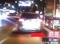 Policajti ukázali VIDEO arogantnej jazdy: Vodič v Bratislave predbiehal nebezpečne, desivé odhalenie