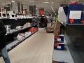 Ľudia vykupujú regále už aj na Slovensku