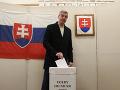 Podpredseda NR SR a predseda strany Most-Híd Béla Bugár počas volebného aktu v rámci volieb do Národnej rady SR