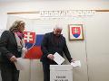 Minister dopravy a výstavby SR Árpád Érsek a jeho manželka Agáta počas volebného aktu v rámci volieb do Národnej rady SR