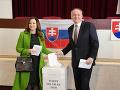 VOĽBY 2020 Andrej Kiska odvolil s manželkou v Poprade, vyzval ľudí, aby prišli voliť