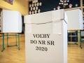 VOĽBY 2020 V Karlovej Vsi chcel podnapitý bezdomovec voliť tam, kde nemohol