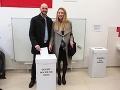 Michal Truban s partnerkou prišli voliť.