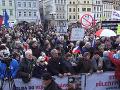 VIDEO Tisíce ľudí sa zišli v Prahe, aby vyjadrili nesúhlas s rozvratom inštitúcií