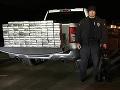 FOTO Policajného psa upútalo odparkované auto: Vyňuchal objav za vyše milión dolárov!