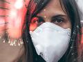 KORONAVÍRUS Odborníci sa zhodujú na význame nosenia rúšok: Minimalizuje možnosť nákazy