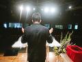 Poľský kňaz šíri strach: Koronavírus je trest Boží za naše hriechy! Naši katolíci to vidia inak