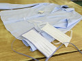 Textilný výrobca Zornica prechádza z výroby košieľ na výrobu respiračných rúšok, ktorých je na Slovensku nedostatok