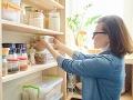KORONAVÍRUS vyvolal medzi ľuďmi nákupný ošiaľ: Týchto 12 potravín by ste mali mať vo svojej špajzi