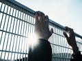 VIDEO Obrovská vzbura vo väzniciach: Opatrenia kvôli vírusu vyvolali hromadné úteky trestancov