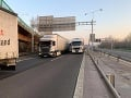Nedisciplinovaní vodiči blokujú diaľnice pri Bratislave: Polícia zasahuje, týmto cestám sa vyhnite!