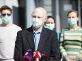 V popredí vedúci Oddelenia ekológie vírusov z BMC SAV Boris Klempa