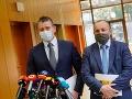 Zľava minister vnútra Roman Mikulec a štátny tajomník ministerstva vnútra Lukáš Kyselica