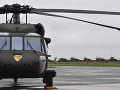 KORONAVÍRUS Ochranné pomôcky do nemocníc prevážajú aj armádne vrtuľníky