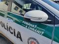 Vodič skončil s autom na streche: Nafúkal viac ako dve promile