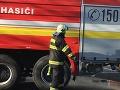 Pod Šarišským hradom horí les: Na mieste zasahujú profesionálni hasiči