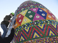V obci Lemešany v okrese Prešov nainštalovali počas víkendu na námestí najväčšiu kraslicu na Slovensku, ozdobenú vrchnákmi z PET fliaš.
