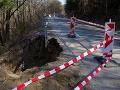 Časť prístupovej cesty do obce Čavoj sa odtrhla: Samospráva odkazuje, že situáciu rieši