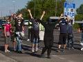KORONAVÍRUS Protestujúci obsadili hranice: Takto sa nedá žiť! Opatrenia by sa mali zmierňovať
