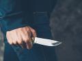 Dráma v nemeckom meste: Šialený útok nožom, skupine mužov sa podarilo utiecť