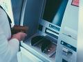 Pri Paríži vybuchol bankomat: Zranenia utrpelo 30 ľudí