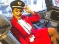 FOTO Sexi letuška (36) musela kvôli pandémii zmeniť prácu: Neuveríte, kde teraz zarezáva