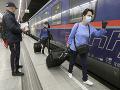 KORONAVÍRUS Rakúsko má dôvod na radosť: Špeciálnym vlakom prišli opatrovateľky z Rumunska
