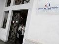 Sociálna poisťovňa ešte nevyplatila 15-tisíc dávok za marec: Odmieta kritiku, že bojkotuje platby