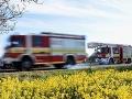 Hasiči v akcii, zasahujú pri požiari smetiska v okrese Komárno