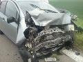 Dopravná nehoda medzi Komárnom a obcou Iža, zrazil sa kamión s dvoma autami