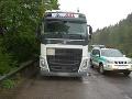 FOTO Chceli ukradnúť naftu z kamiónov, vyrušila ich polícia: Dvojicu mužov hneď zadržali
