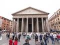 Pred Panteónom v Ríme sa prepadla zem: Jama odhalila objav starý dvetisíc rokov