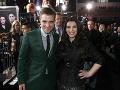 Britský herec Robert Pattinson (vľavo) a americká spisovateľka Stephenie Meyerová