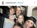 Chris a Heidi Powellovci s deťmi a blondínkiným exmanželom.