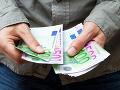 Muž zajal v banke najmenej päť rukojemníkov: Keď ho policajti zadržali, ostali prekvapení