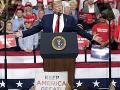 Trump má problém: Nezamestnanosť v USA sa do volieb pravdepodobne udrží na dvojcifernej úrovni