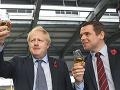 Pre konanie Johnsonovho poradcu odstúpil námestník ministra pre Škótsko