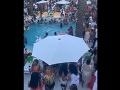 Párty pri bazéne spôsobila