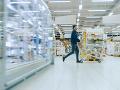 Iniciatíva tvrdí, že obchody by mali ostať v nedeľu otvorené: O prácu môže prísť 40-tisíc ľudí