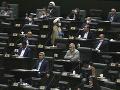 KORONAVÍRUS Nový iránsky parlament prvýkrát zasadal za prísnych hygienických opatrení