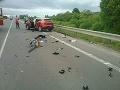 FOTO Nehoda štyroch áut pri Turčianskych Tepliciach: Auto na streche, traja ľudia sú zranení