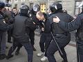 Polícia zatkla 49 ľudí