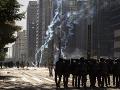 Polícia rozohnala protivládne protesty