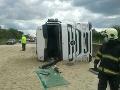 Dráma na diaľnici D1: Prevrátil sa kamión, ktorý viezol piesok! FOTO Zasypaná cesta