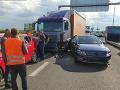 FOTO Vodiči, veľký pozor na D1: Nákladiak napálil do ôsmich áut, úradoval aj alkohol
