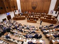 Program aktuálnej schôdze parlamentu sa rozšíril o ďalšie vládne návrhy: Plénum ich prerokuje zajtra