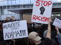 Rozzúrení demonštranti v Európe: