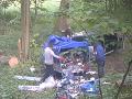VIDEO Vyčíňanie Poliakov v lese zachytila fotopasca: Keď odhodili plachtu na prívese... HNUS!