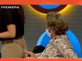 Televízia odvysielala, ako sa Kramár dotkol zadku maskérky.