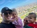 Tina s manželom Separom a deťmi Leom a Anči